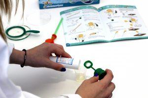 líquido de sabão na placa - A Ciência da Água